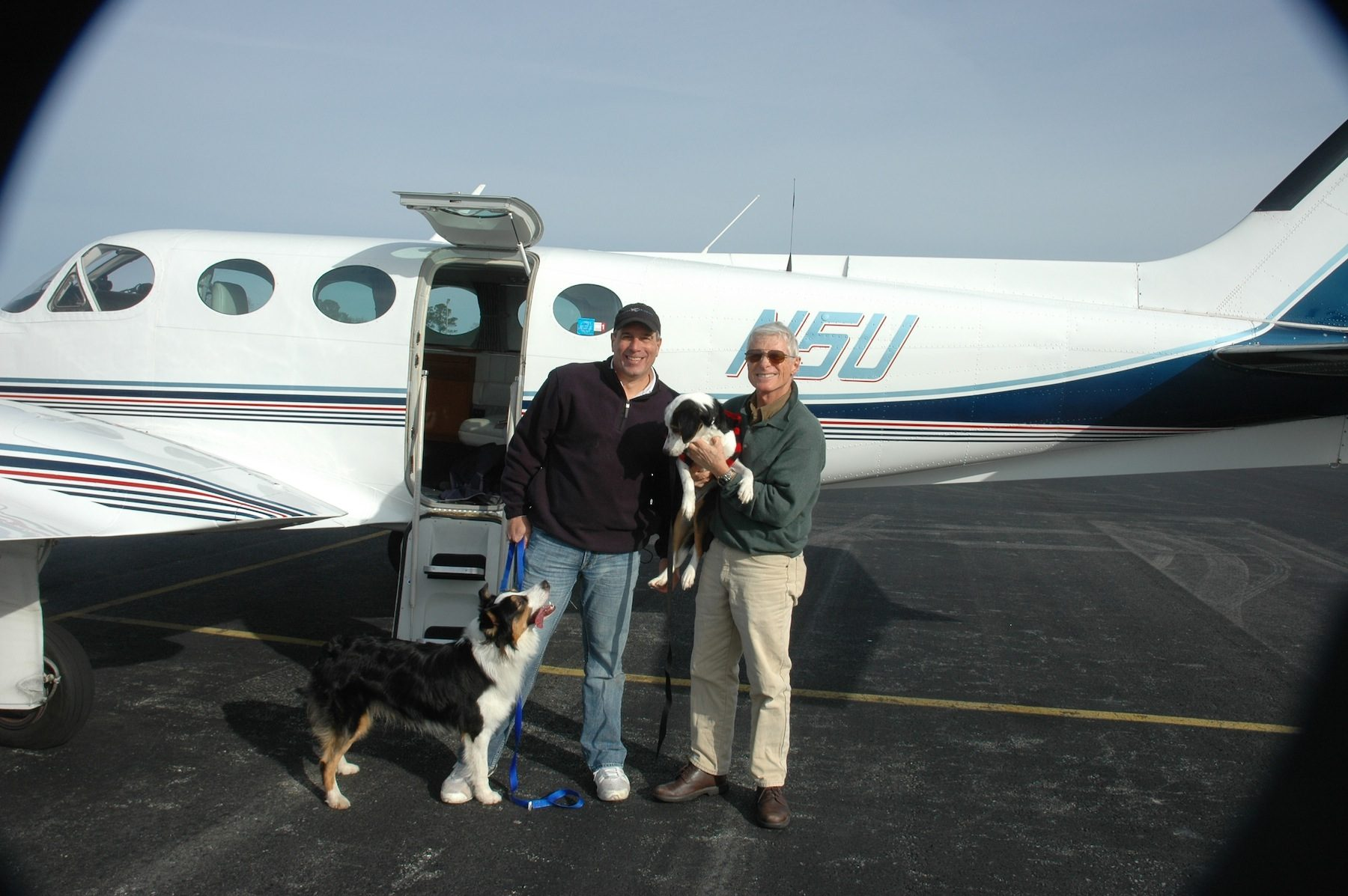Pilot Dan Krueger transferring Dasher to Pilot Steve Shoop